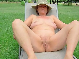JizzBunker Video - Mature Naked Woman Ss Models Her Birthday Suit Nudity