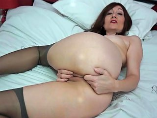 ZedPorn Video - Pretty Mature Babe In Lipstick And Stockings Plays With Her Pussy