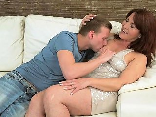 NuVid Video - Mature Cougar Gets Cum