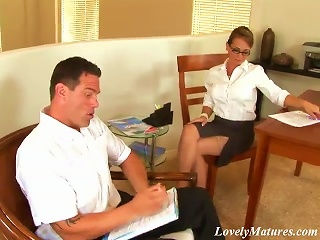 BravoTube Video - A Superb Office Milf Gives A Nice  To Her Colleague