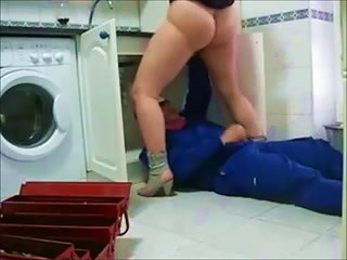 BravoTube Video - She Is Grateful To A Plumber And Gives Him A Blowjob